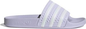 Klapki Adidas w sportowym stylu