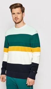 Sweter Tommy Hilfiger z okrągłym dekoltem w młodzieżowym stylu