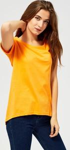 Żółta bluzka Moodo z okrągłym dekoltem w stylu casual