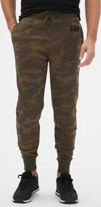 Brązowe spodnie sportowe Gap w militarnym stylu