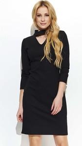 Czarna sukienka Makadamia z dekoltem typu choker w stylu casual mini