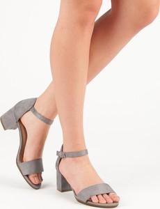 Sandały Czasnabuty na obcasie z klamrami