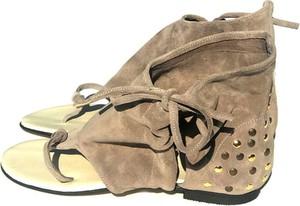 Sandały Butyodszewca z płaską podeszwą w rockowym stylu z zamszu