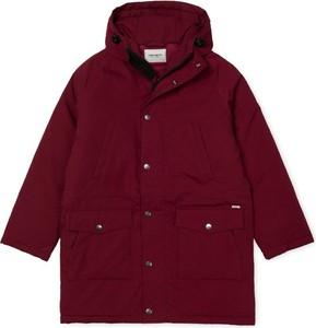 Czerwona kurtka Carhartt WIP w stylu casual