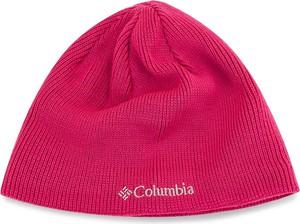 Różowa czapka Columbia w street stylu
