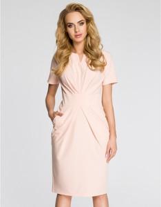 Różowa sukienka MOE z krótkim rękawem