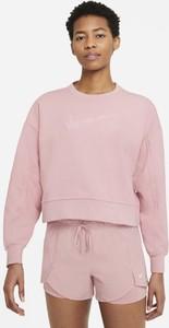 Różowa bluza Nike krótka w sportowym stylu
