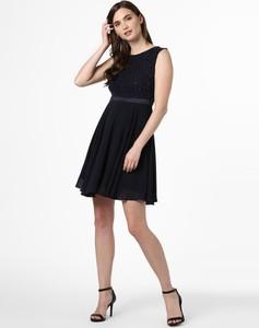 Granatowa sukienka Marie Lund bez rękawów z okrągłym dekoltem
