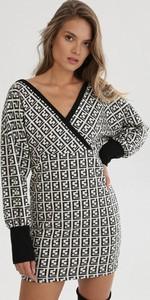 Sukienka born2be z dekoltem w kształcie litery v z długim rękawem