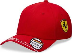 Czerwona czapka Ferrari