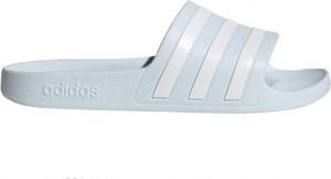 Klapki Adidas z płaską podeszwą w sportowym stylu