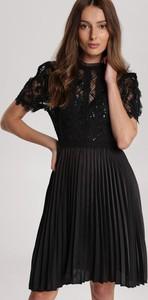 Czarna sukienka Renee mini z okrągłym dekoltem z krótkim rękawem
