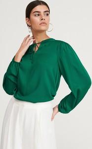 Zielona bluzka Reserved ze sznurowanym dekoltem