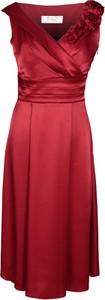 Czerwona sukienka Fokus z dekoltem w kształcie litery v rozkloszowana midi