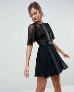 Czarna sukienka Asos z tkaniny z okrągłym dekoltem