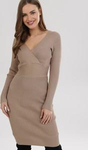 Sukienka born2be z długim rękawem z dekoltem w kształcie litery v