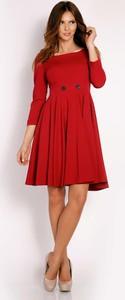 Sukienka Lou-Lou z dekoltem w karo rozkloszowana