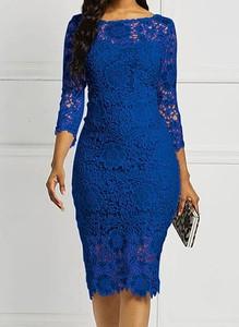 Sukienka Arilook dopasowana z okrągłym dekoltem z długim rękawem