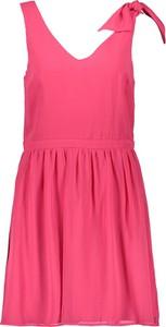 Różowa sukienka Naf naf