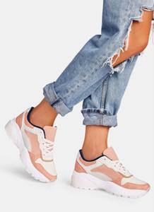 Różowe buty sportowe DeeZee w sportowym stylu