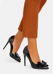 Czarne szpilki DeeZee ze spiczastym noskiem w stylu klasycznym na szpilce