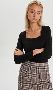 Czarna bluzka Cropp z dekoltem w karo w stylu casual