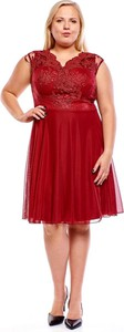 Czerwona sukienka Fokus dla puszystych z dekoltem w kształcie litery v z krótkim rękawem