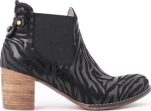 Czarne botki zapato na słupku