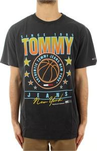 Czarny t-shirt Tommy Hilfiger w młodzieżowym stylu z nadrukiem z krótkim rękawem