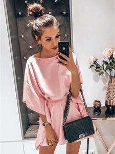 Różowa sukienka magmac.pl z długim rękawem