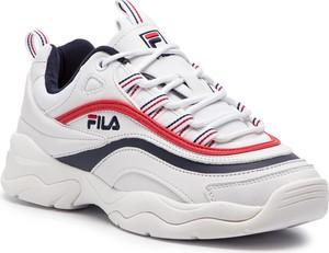 Sneakersy Fila sznurowane w stylu casual na koturnie