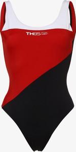 Czerwony strój kąpielowy Tommy Hilfiger w sportowym stylu