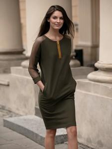 Zielona sukienka L'AF sportowa w stylu casual z długim rękawem