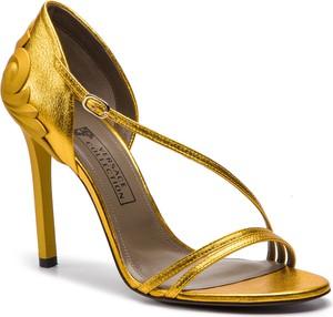 Złote sandały Versace Collection z klamrami na wysokim obcasie