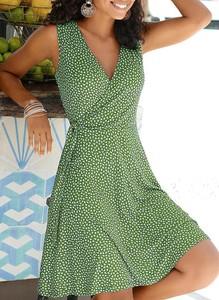 Zielona sukienka Cikelly kopertowa z dekoltem w kształcie litery v