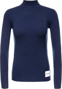 Niebieski sweter Calvin Klein w stylu casual