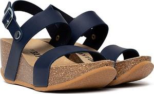 Sandały BAYTON w stylu casual z klamrami