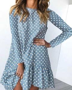 Niebieska sukienka Kendallme oversize z długim rękawem