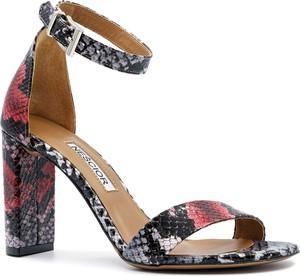 Sandały Neścior w stylu klasycznym na obcasie