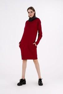 Sukienka Sthorm midi oversize z długim rękawem