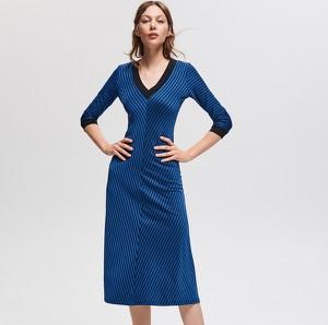51a8a47e65 Sukienka Reserved z dekoltem w kształcie litery v midi