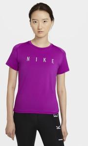 Fioletowy t-shirt Nike z krótkim rękawem