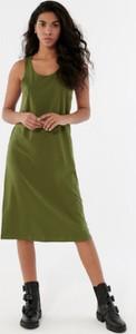 Sukienka Outhorn z dekoltem w kształcie litery v na ramiączkach