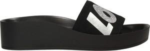 Czarne klapki Darbut w stylu casual