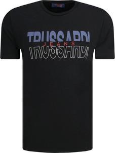 T-shirt Trussardi Jeans w młodzieżowym stylu