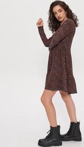 Brązowa sukienka House w stylu casual z długim rękawem