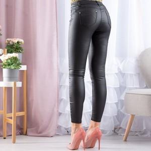 Czarne spodnie Royalfashion.pl ze skóry ekologicznej w rockowym stylu