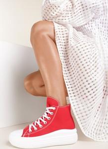 Czerwone trampki Renee z płaską podeszwą sznurowane