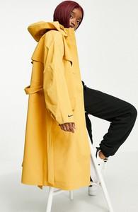 Żółty płaszcz Nike z tkaniny w sportowym stylu