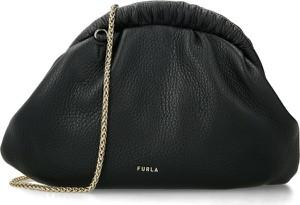 Czarna torebka Furla ze skóry na ramię